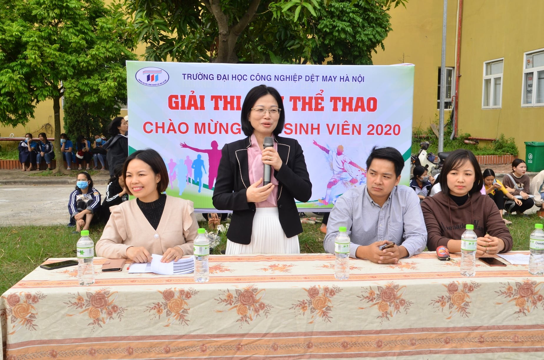 Khai mạc giải thi đấu thể thao chào tân sinh viên và chào mừng kỉ niệm ngày nhà giáo Việt Nam 20/11