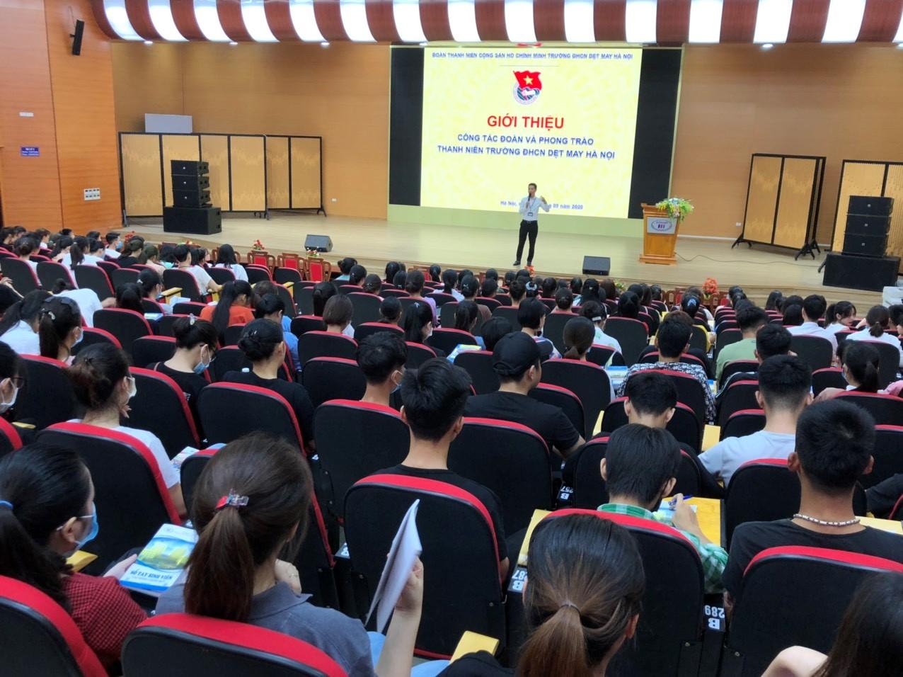Đoàn thanh niên HTU giới thiệu công tác Đoàn và phong trào thanh niên cho tân sinh viên đợt 1 năm 2020