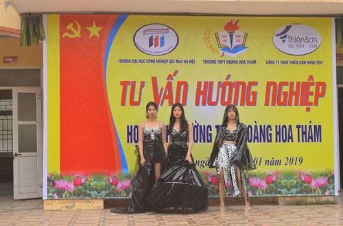 Tư vấn hướng nghiệp tại trường THPT Hoàng Hoa Tham