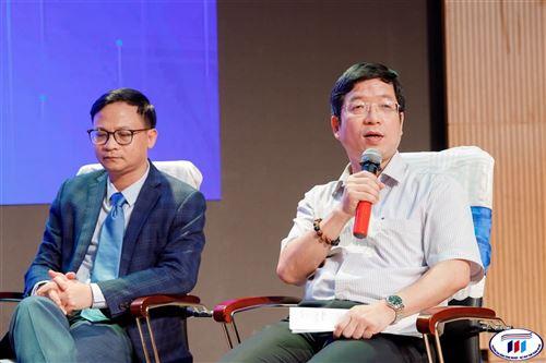 TS. Hoàng Xuân Hiệp, Hiệu trưởng trường Đại học Công nghiệp Dệt May Hà Nội làm diễn giả tại Hội thảo khoa học