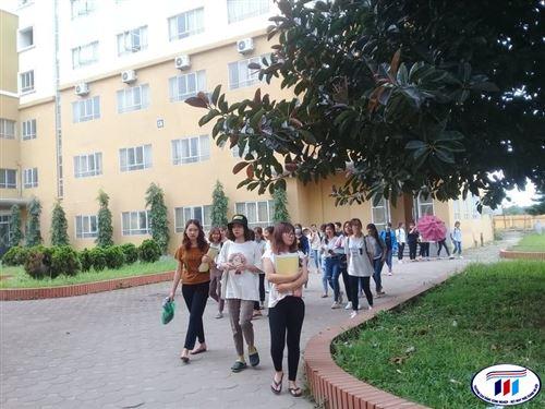 Sinh viên HTU trở lại học tập sau kì nghỉ hè