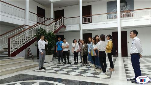 Sinh viên trường Đại học Công nghiệp Dệt May Hà Nội tham quan Công ty TNHH Van Laack Asia