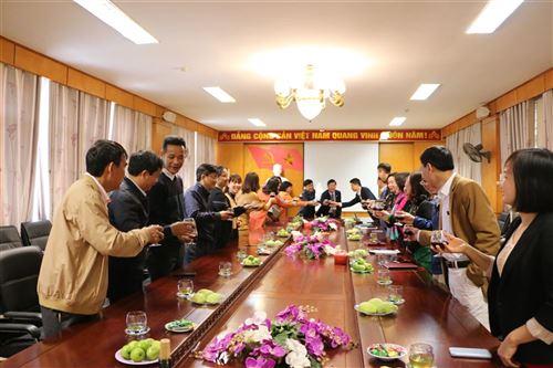 Lãnh đạo Tập đoàn Dệt May Việt Nam  chúc tết trường Đại học Công nghiệp Dệt May Hà Nội