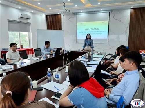 """Khai giảng khoá đào tạo """"Kỹ năng điều hành dây chuyên may công nghiệp"""" tại Công ty cổ phần may Việt Ý – Hưng Yên"""