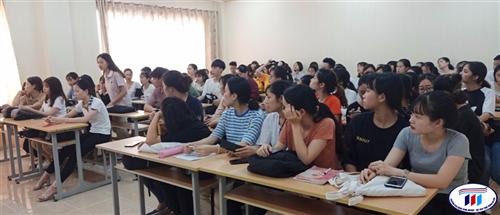 Họp tư vấn hỗ trợ sinh viên khóa 1 thực tế môn học