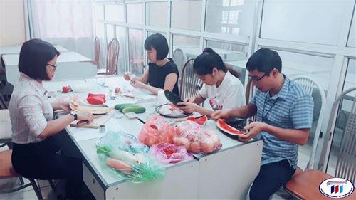 Công tác chuẩn bị Hội thi Cắt tỉa rau, củ, quả nghệ thuật chào mừng ngày 20/10 ngày Phụ nữ Việt Nam