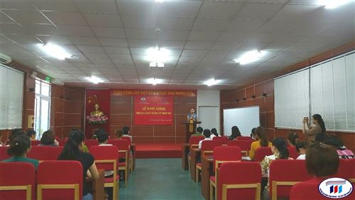 Khai giảng lớp Quản lý tổ sản xuất ngành may tại Công ty CP đầu tư và thương mại TNG