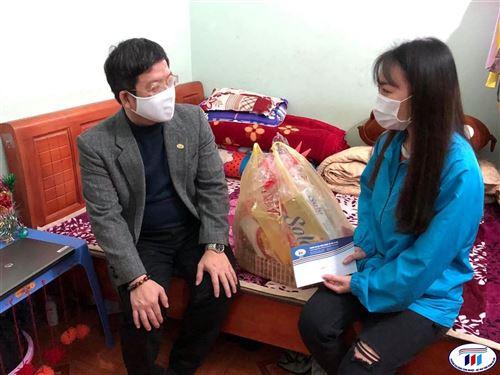 Trường đại học Công nghiệp Dệt May chăm lo chu đáo cho sinh viên ở lại đón Tết