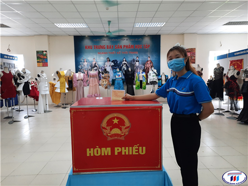 Ngày hội bầu cử tại trường Đại học Công nghiệp Dệt May Hà Nội