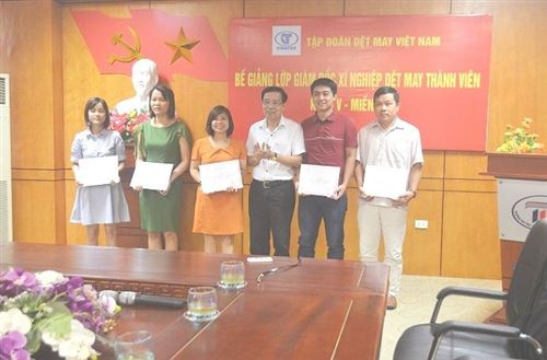 Bế giảng lớp giám đốc xí nghiệp dệt may thành viên Khóa 5 tại Hà Nội
