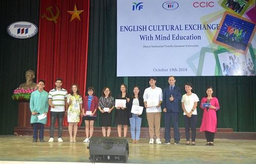 "Cắm trại tiếng Anh ""English Cultural Exchange – Mind Education"""