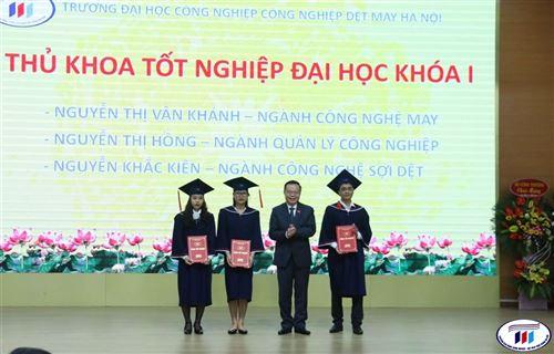 Hơn 400 sinh viên đầu tiên của Trường ĐH Công nghiệp Dệt may Hà Nội được nhận bằng ĐH