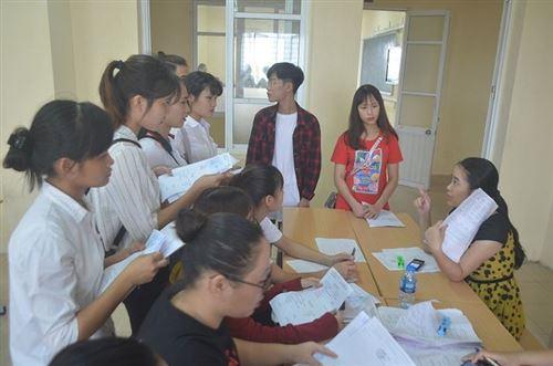 Trường Đại học Công Nghiệp Dệt May Hà Nội tưng bừng chào đón tân sinh viên nhập học đợt 2 năm học 2018-2019