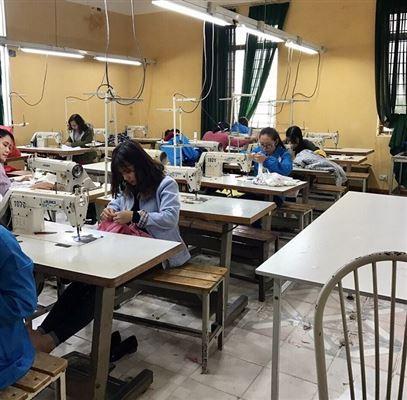 Bế giảng lớp chuyên đề thiết kế, cắt may váy liền thời trang (lớp váy 1)