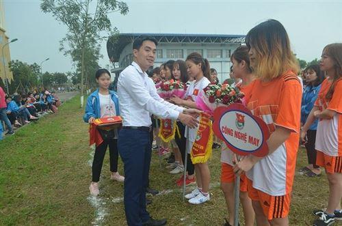 Khai mạc giải bóng đá Cup nữ sinh HTU 2018