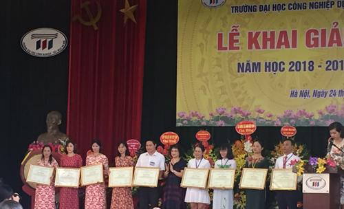 CB,GV,CNV Trung tâm THM tưng bừng tham dự lễ khai giảng  năm học 2018-2019