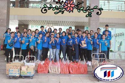 """Đoàn thanh niên tổ chức """"Trung thu yêu thương"""" cho trẻ em điều trị tại khoa nhi bệnh viên K Tân Triều."""