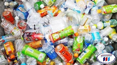 Uniqlo sản xuất quần áo từ những chai nhựa tái chế
