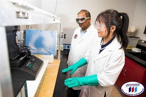 Sử dụng ánh sáng khả kiến để phân hủy chất độc của thuốc nhuộm