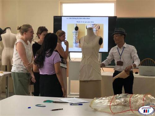 Mức độ hài lòng của người học về hoạt động giảng dạy của giảng viên được giám sát, đánh giá và cải tiến liên tục tại trường Đại học Công nghiệp Dệt May Hà Nội