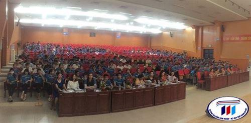 Ngày 09/09/2020, Trung tâm Thực hành may, trường Đại học Công nghiệp Dệt May Hà Nội tổ chức lễ tổng kết công tác đào tạo hệ cao đẳng ngành công nghệ may khóa 13- niên khóa 2017-2020 tại Hội trườngC5-401.