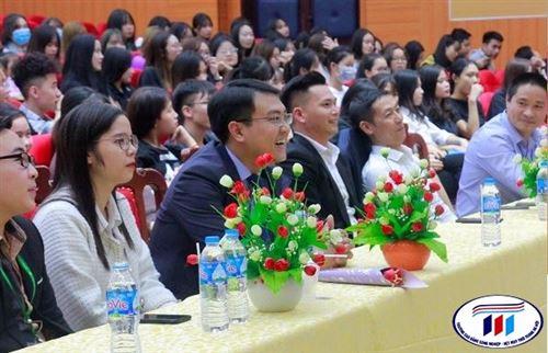 Khoa Kinh tế của Trường Đại học Công nghiệp Dệt May Hà Nội tổ chức chương trình chào đón Tân sinh viên Khóa 5