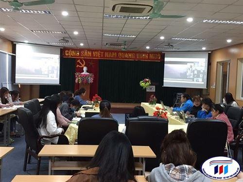 Sinh viên Đại học khóa 4 và 5 khoa Kinh tế trường Đại học Công nghiệp Dệt May tham gia Khóa học trực tuyến với trường Đại học Quốc lập Nam Hoa-