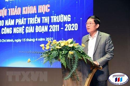 TS. Hoàng Xuân Hiệp, Hiệu trưởng trường Đại học Công nghiệp Dệt May Hà Nội làm diễn giả tại Hội thảo khoa học Tổng kết 10 năm phát triển thị trường KHCN giai đoạn 2011-2020
