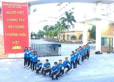 """Sinh viên HTU tham gia Chương trình """"Sinh viên-Nhận diện hàng Việt Nam năm 2017"""""""