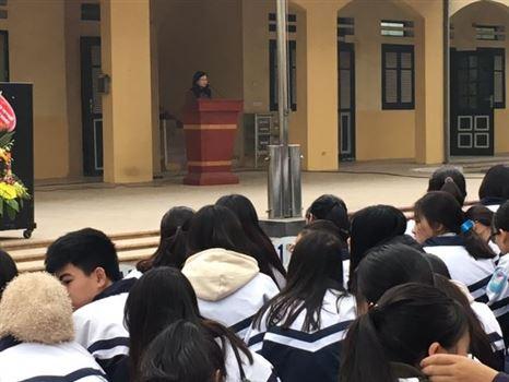 Trường Đại học Công nghiệp Dệt May Hà Nội trao học bổng cho học sinh tiêu biểu của trường THPT Dương Xá