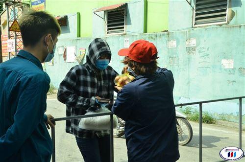 Hơn 1000 sinh viên trong khu cách ly được trường Đại học Công nghiệp Dệt May Hà Nội hỗ trợ