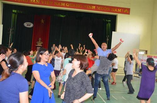 Giải thi đấu kéo co nhảy ba bố