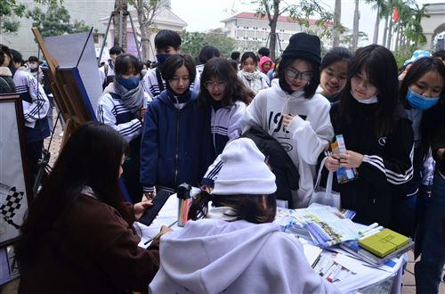 Tư vấn tuyển sinh năm 2021 - Trường Đại học Công nghiệp Dệt May Hà Nội - 06