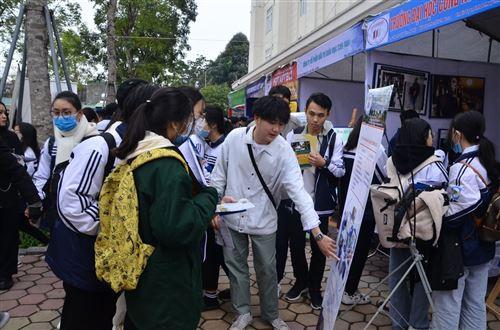 Tư vấn tuyển sinh năm 2021 - Trường Đại học Công nghiệp Dệt May Hà Nội - 05