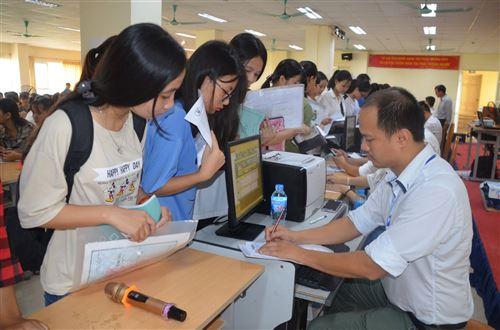 Nhập học - Trường Đại học Công nghiệp Dệt May Hà Nội - 06