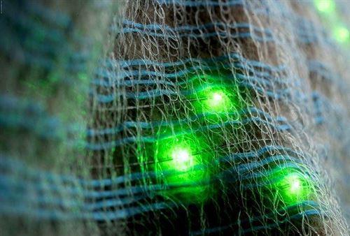 Thời công nghệ, ngay cả vải cũng được dệt từ sợi quang, đèn led